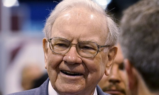 Warren Buffett lambasts Donald Trump for talking down US economy