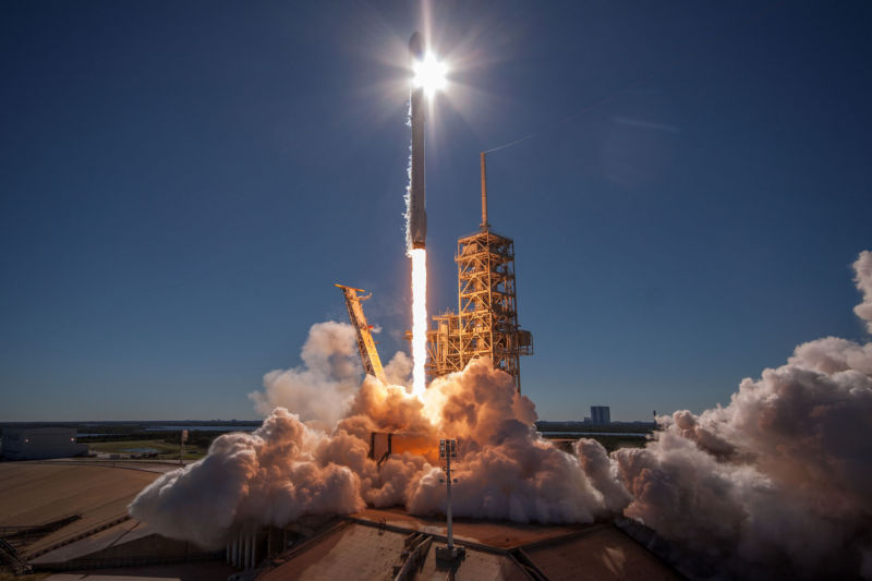 Conservative outlets escalate anti-SpaceX campaign