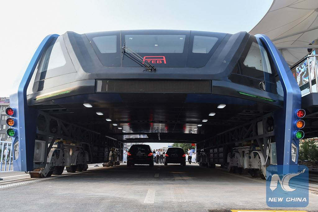 China's crazy car-straddling elevated bus is just a giant scam, police say